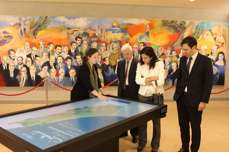 الأمين العام لوزارة الخارجية اليونانية يزور متحف ياسر عرفات